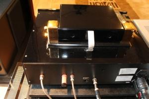 Il en faudra des kilomètre de câble audiophile pour compenser cette superbe nappe Molex !
