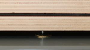 Une pièce de monnaie permet d'éviter que les pointes marquent les surfaces.