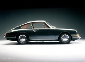Elle devait s'appeler 901® mais devant la peur d'un procès contre Bose, Porsche la renoma le 911