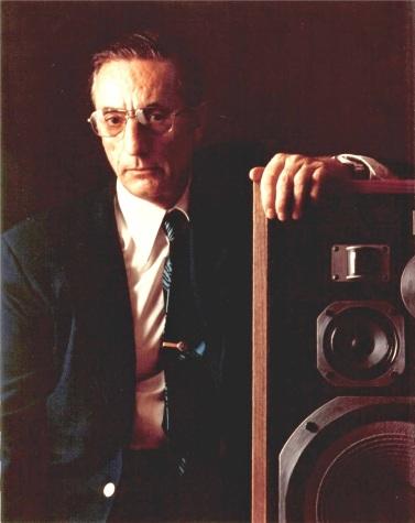 La photo la plus connue de Bart Locanthi, où il pose avec la HPM-100