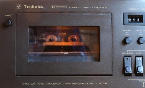 Grâce au miroir à 45°, on voit bien la cassette, mais à l'envers.